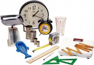 imagem com vários instrumentos de medida: relógios, réguas, trenas, balanças