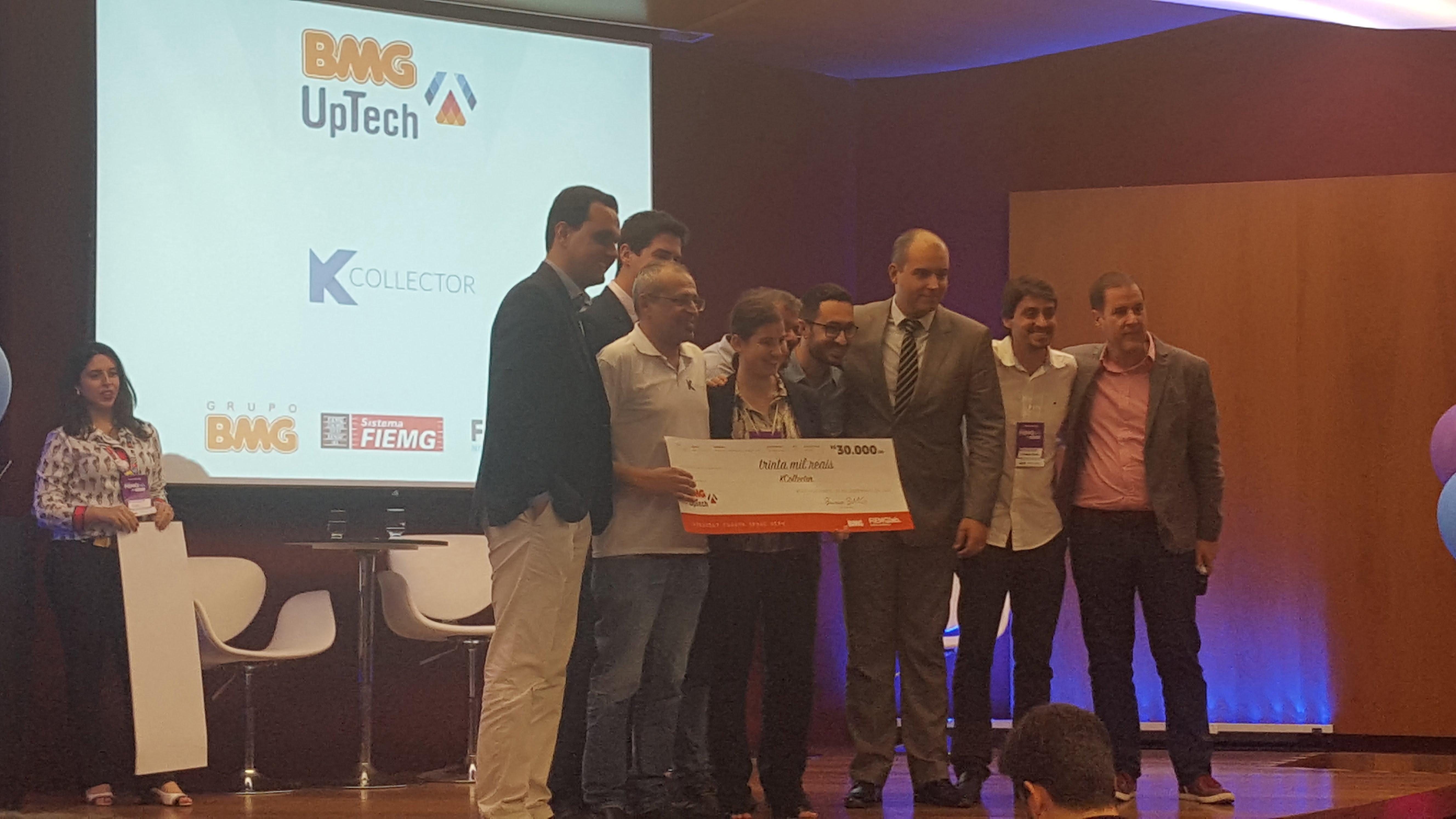 Fundador da kcollector recebendo premio